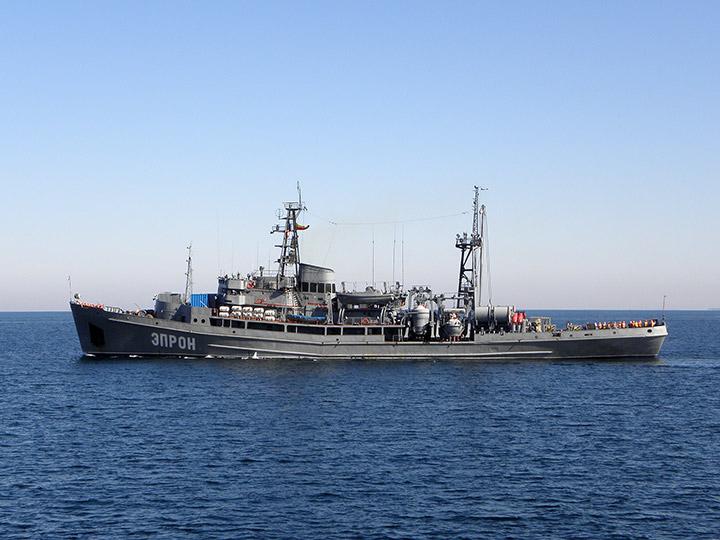 Cпасательное судно эпрон выходит из
